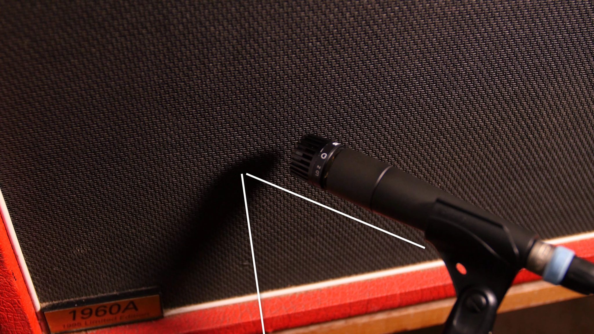 Recording Electric Guitar with a Shure SM57 - Different Recording angles (in this case 45°) can alter the sound